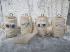 These mummies are created from wine corks, vintage cotton, plastic movable eyes & eye hook so they can be hung whereever you need to scare someone or bring a smile. Quick Halloween Crafts, Diy Halloween Decorations, Easy Diy Crafts, Halloween Ideas, Fun Crafts, Wine Craft, Wine Cork Crafts, Wine Bottle Crafts, Jute