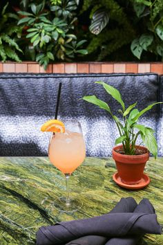 A tasty mezcal cocktail from The Patio on Goldfinch - grapefruit, Campari, lemon juice Mezcal Tequila, Mezcal Cocktails, Summer Cocktails, Cocktail Drinks, Alcoholic Drinks, Beverages, Pancake Pictures, Spritz Recipe, Courtyards
