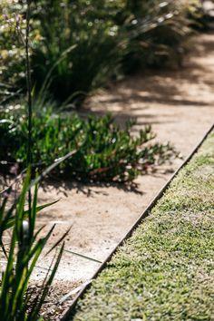 Woolooware Bush Garden, Dry Garden, Gravel Garden, Garden Fencing, Garden Path, Australian Garden Design, Australian Native Garden, Contemporary Garden Design, Back Gardens