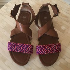 H&M Sandals Brown sandals with a fun pop of color. Adjustable ankle strap. Like new condition! H&M Shoes