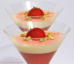 Panna cotta de mascarpone y salsa de fresas