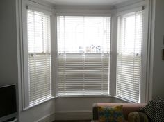 Chalk wood venetian blinds in bay window Bay Window Living Room, Living Room Blinds, House Blinds, Bay Window Blinds, Blinds For Windows, Curtains With Blinds, Bay Windows, Bamboo Blinds, Wood Blinds