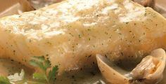 Bacalao con almejas,lo primero de todo a tener en cuenta es desalar el bacalao si es que es de salazon,o comprarlo ya desalado y listo para cocinar.