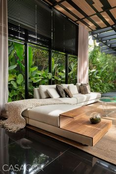 If you love modern houses design and cozy living rooms, here are some inspirations for you. Interior Tropical, Interior Garden, Interior And Exterior, Luxury Interior, Tropical Furniture, Home Design, Modern House Design, Design Room, Modern Houses