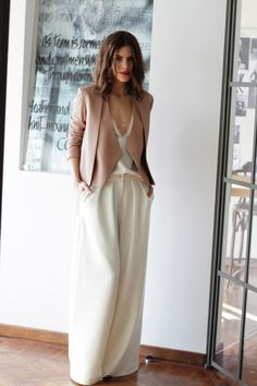 Outfit in cream and blush: Wide leg pants and suit. Estilo Fashion, Ideias Fashion, Wedding Guest Pants, Business Outfit Frau, White Wide Leg Trousers, Wide Legs, Wide Pants, Outfit Elegantes, Looks Chic