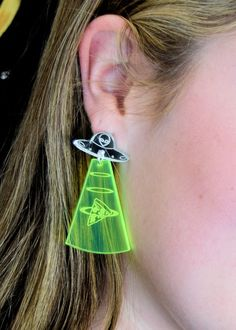 We've come for your pizza. It's an alien-pizza mashup for the ages! It's our Alien Pizza Abduction Post-Dangle earrings. Our Alien Pizza Abduction Post-Dangle Cute Jewelry, Silver Jewelry, Jewelry Accessories, Women Jewelry, Jewelry Bracelets, Silver Ring, Fashion Jewelry, Weird Jewelry, Gemstone Jewelry