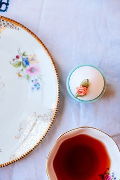 Decorate an egg- Eitje decoreren- http://www.mylucie.com- easter table- flatlay- table setting