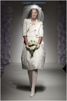 Love the dress and the veil 1960s Wedding, Mod Wedding, Vintage Corset, Vintage Dresses, 1960s Fashion, Vintage Fashion, Vintage Style, Bridal Gowns, Wedding Gowns
