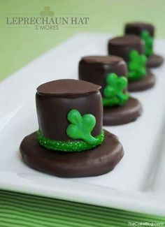 Leprechaun hats Desserts To Make, No Bake Desserts, Dessert Recipes, Sweet Desserts, Mint Desserts, Rainbow Desserts, Irish Desserts, Party Desserts, Sweets