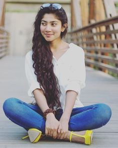 Sai Pallavi Senthamarai is an Indian film actress and dancer who appears in Telugu, Malayalam and Tamil films. She is a recipient of several awards including two Filmfare Awards for her performances in the films Premam and Fidaa. Beautiful Girl In India, Most Beautiful Indian Actress, Beautiful Actresses, Gorgeous Girl, Beautiful Women, Cute Girl Poses, Girl Photo Poses, Girl Photos, Hd Photos
