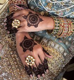 Simple circle henna
