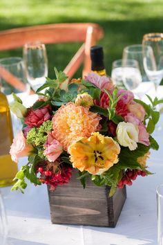 Peach and Pink Wedding Centerpiece | photography by http://juliemikos.com/