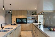 Modern Home Decor Kitchen Kitchen Interior, Kitchen Inspirations, Home Decor Kitchen, Kitchen Design Countertops, Contemporary Kitchen Cabinets, Kitchen Decor, Small House Design, Home Kitchens, Rustic Kitchen
