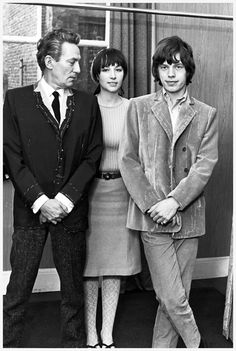 Mick Jagger and Aussie actor Peter Finch getting fitted for suits at Carolyn Charles' London salon, 1965 Chrissie Shrimpton, Jean Shrimpton, Mick Jagger Rolling Stones, Rock N Roll Music, Rock And Roll, Peter Finch, Moves Like Jagger, Like A Rolling Stone, Charlie Watts