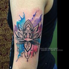 Tatuagem Feminina no Braço | Flor de Lótus em Aquarela
