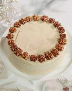 Using a heavy-bottomed saucepan and four simple ingredients, Martha makes gemlike candied walnuts to top a maple cake. Brought to you by Martha Stewart: http. Cakes To Make, How To Make Cake, Recettes Martha Stewart, Martha Stewart Recipes, Sweet Recipes, Cake Recipes, Dessert Recipes, Desserts, Yummy Recipes