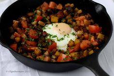 Mango & Tomato: Mexican Breakfast: Chorizo, Potato & An Egg in an Cast Iron Skillet