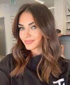 Brown Hair Balayage, Brown Blonde Hair, Hair Highlights, Warm Blonde, Blonde Hair For Brunettes, Brunette Hair, Haircuts For Wavy Hair, Bob Hair, Aesthetic Hair