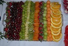 Wedding Reception Food Ideas | Charola de frutas para brochetas