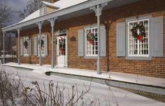 Decora las ventanas con festivas coronas decoradas con un precioso lazo. Una buena idea, ¿no te pare... - ELLE.es