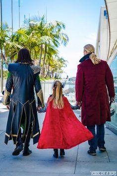 Big Thor, Little Thor And Loki [Cosplay] Fantasia Thor, Loki Cosplay, Epic Cosplay, Amazing Cosplay, Anime Cosplay, Marvel Characters, Marvel Heroes, Marvel Comics, Spideypool