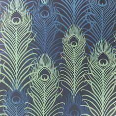 Où trouver les plus beaux papiers peints à motifs de plumes de paon ?