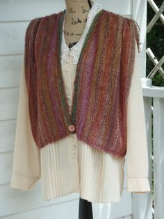 A handwoven mohair-&-sock-wool pullover cropped vest for women in autumnal colors, Cropped Tops, Puffer Vest Outfit, Quilted Vest, Weaving Patterns, Poncho Sweater, Pullover, Ladies Dress Design, Sewing Clothes, Dame