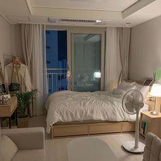 Bedroom Setup, Room Design Bedroom, Room Ideas Bedroom, Home Room Design, Small Room Bedroom, Bedroom Decor, Small Bedroom Inspiration, Minimalist Room, Cute Room Decor