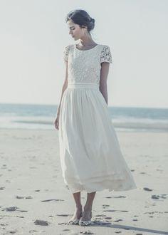 """Robe """"Sand"""" de Laure de Sagazan   Collection 2014 - La mariée aux pieds nus  #TeaLengthWeddingDress #ShortWeddingDress #RobedeMarieeCourte"""
