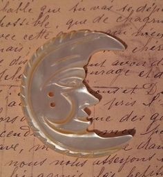 A-Vintage-Carved-Mother-of-Pearl-MOP-AWESOME-Moon-Button-Man-in-the-Moon