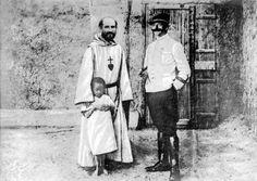 Charles de Foucauld et un ami officier,                    ancien compagnon d'armes, à Tamanrasset,                    en Algérie. L'année jubilaire du centenaire de la mort de Charles de Foucauld, assassiné dans le Sahara algérien en 1916