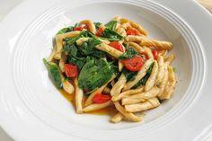 Die besten Rezepte für Strozzapreti (Pfaffenwürger) findest Du bei omoxx - Foodblog mit frischen Tipps und Tricks aus der Küche.