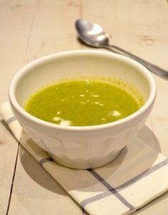 Een lekker recept voor gezonde broccolisoep met gerookte zalm.