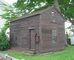 Sabbath Day House, Durham – Historic Buildings of Connecticut Historic New England, New England Homes, Historic Homes, Grey Houses, Old Houses, Vintage Houses, Small Houses, Primitive Homes, Primitive Bedroom