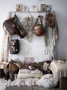 You can create a steampunk interior décor if you manage to combine a hard material (leather) and a soft one, like lace. So, part of the appeal of steampunk is the juxtaposition of traditionally feminine and masculine elements.