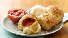 Stuffed Crust Pizza Snacks Recipe - Pillsbury.com Carbquik Recipes, Pillsbury Recipes, Pillsbury Dough, Appetizer Recipes, Snack Recipes, Cooking Recipes, Yummy Appetizers, Pizza Recipes, Skillet Recipes