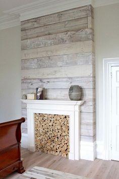 habillage de cheminée en lattes de bois blanchi de style campagne chic