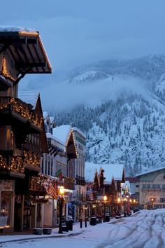 Travel Discover 15 American Towns That Look Straight Out of Europe House Beautifuls list of 15 American cities that look European, Pictured: Leavenworth, Washington Dream Vacations, Vacation Spots, Vacation Ideas, Best Winter Vacations, Solo Vacation, Family Vacation Destinations, Vacation Pictures, Vacation Travel, Winter Szenen