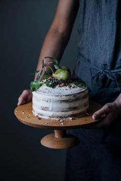 We made a cake stand with nutsandwoods & a glutenfree elderberry-pear-hazelnut cake