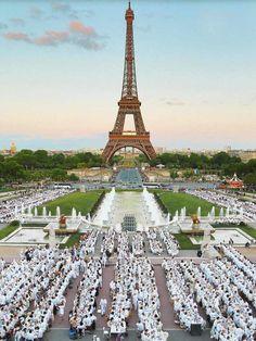 Le Dîner en Blanc, magnifique événement!