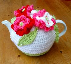 Crochet Tea Cosy Free Pattern, Crochet Patterns, Knitted Tea Cosies, Tea Cozy, Teapots And Cups, Decor Crafts, Crochet Projects, Knitting, Girly Girl