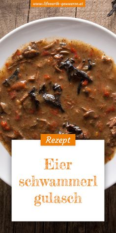 Mit Pfifferlingen lässt sich ein schmackhaftes Gulasch zubereiten. Dieses vegetarische Gericht hat eine durchaus deftige Note und schmeckt auch kleinen Waldzwergen.