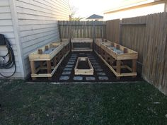 - 34 Striking and Easy-to-Build DIY Raised Garden Beds Ideas for Improved Yield This DIY raised garden project might take more than a few afternoons of work, but it's definitely worth it if you love gardening. Raised Garden Bed Plans, Building A Raised Garden, Raised Beds, Metal Raised Garden Beds, Raised Patio, Potager Palettes, Raised Planter, Side Yards, Diy Garden Projects