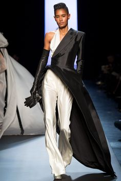fashion 2015 The complete Jean Paul Gaultier Spring 2015 Couture fashion show now on Vogue Runway. Moda Fashion, Fashion Week, Runway Fashion, High Fashion, Fashion Show, Fashion Outfits, Fashion Design, Paris Fashion, Fashion Fashion