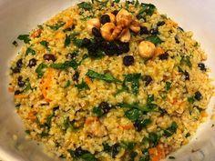 Πλιγούρι σαλάτα με ξηρούς καρπούς και ανανά, συνοδευμένη με εξωτική βινεγκρέτ ! Risotto, Grains, Salads, Rice, Ethnic Recipes, Food, Essen, Meals, Seeds