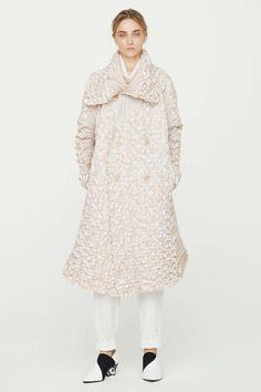Issey Miyake Resort 2017 Fashion Show Collection