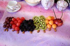 baby parties, food, catepillar lunch, fruit platters, caterpillar fruit, hungry caterpillar, hungri catepillar, fruit arrangements, fruit trays
