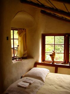This Cob House: Cob House & Natural Building Designs - decoratoo Cob Building, Building A House, Green Building, Cob House Interior, Earthship Home, Mud House, Adobe House, Clay Houses, Earth Homes