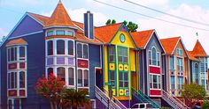 Drive around the Houston Heights area and you will find these colorful row houses that have a great view of a big park and the downtown skyline.  Wouldn't it be fun to live in one of these? My optometrist owns one of these!