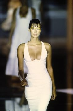 The complete Versace Spring 1993 Ready-to-Wear fashion show now on Vogue Runway.Versace Spring 1993 Ready-to-Wear Accessories Photos - Vogue Couture Fashion, Runway Fashion, Fashion Models, Fashion Show, Fashion Looks, Fashion Outfits, Fashion Trends, Vogue Fashion, Womens Fashion